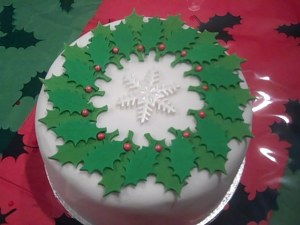 Holly Leaf Xmas cake 1